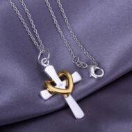 Stílusos ezüstözött medál kereszt és szív mintával - 4,2 * 2.4 cm