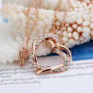 Női strasszos egymásba fonódó szív mintás aranyozott nyaklánc