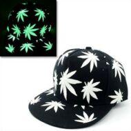 Kannabisz mintás világító sapka - Fekete